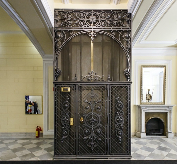 Прекрасные старинные лифты Петербурга, которые действуют и сегодня
