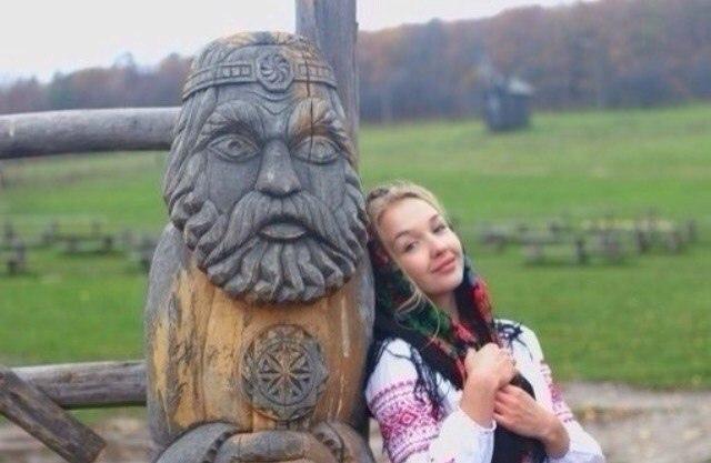 Найти бы девушку, да внешности славянской,