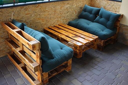 Из паллет можно сделать отличную недорогую мебель для...