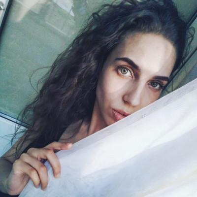 Анна Яковлева, Луганск