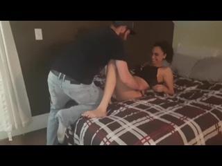 Лучший друг семьи трахает красавицу жену ( домашнее порно куколд изменяет мужу с любовником