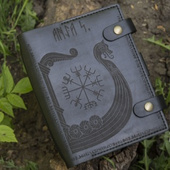 Тетрадь формата А5 с доп.отсеками под карты и петлёй для ручки