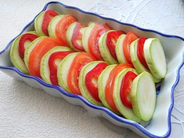 Кабачки, запеченные с помидорами и сыром   Ингредиенты:   -...