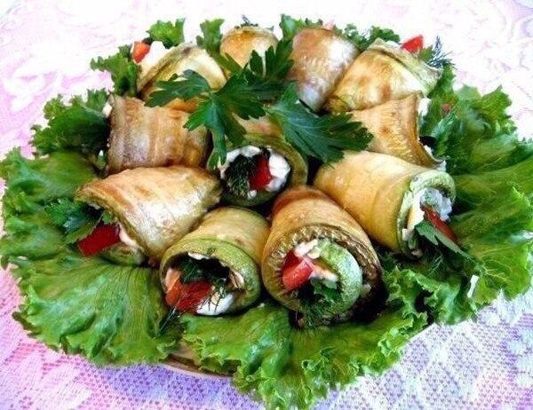 Рулетики из кабачков с плавленым сыром  Ингредиенты:  Кабачки — 4...