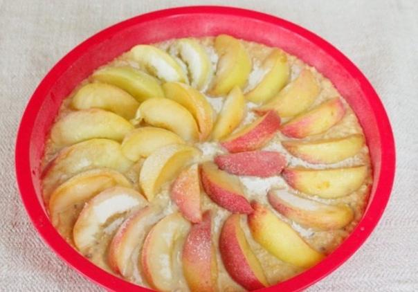 Пирог с овсяными хлопьями и персиками