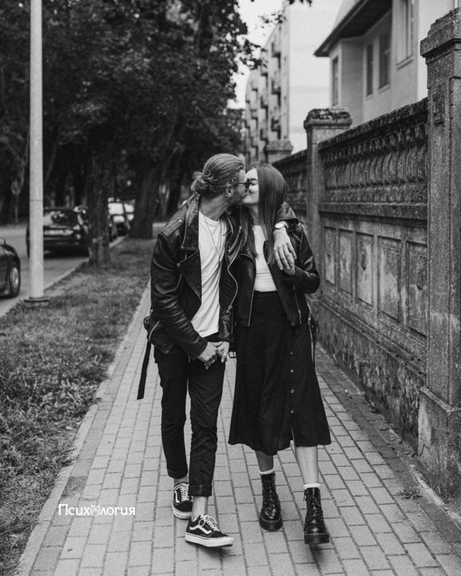 Балуйте свою женщину. Целуйте ее чаще. Нoсите на руках. Бори...