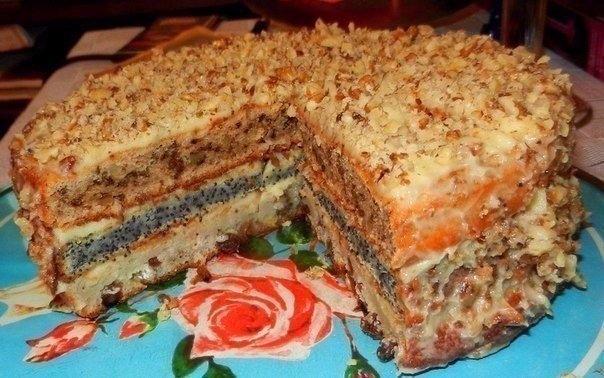 Домашний торт с орехами, изюмом и маком