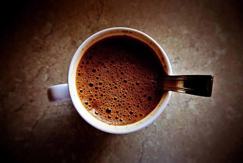 Головная боль после кофе: в чем связь