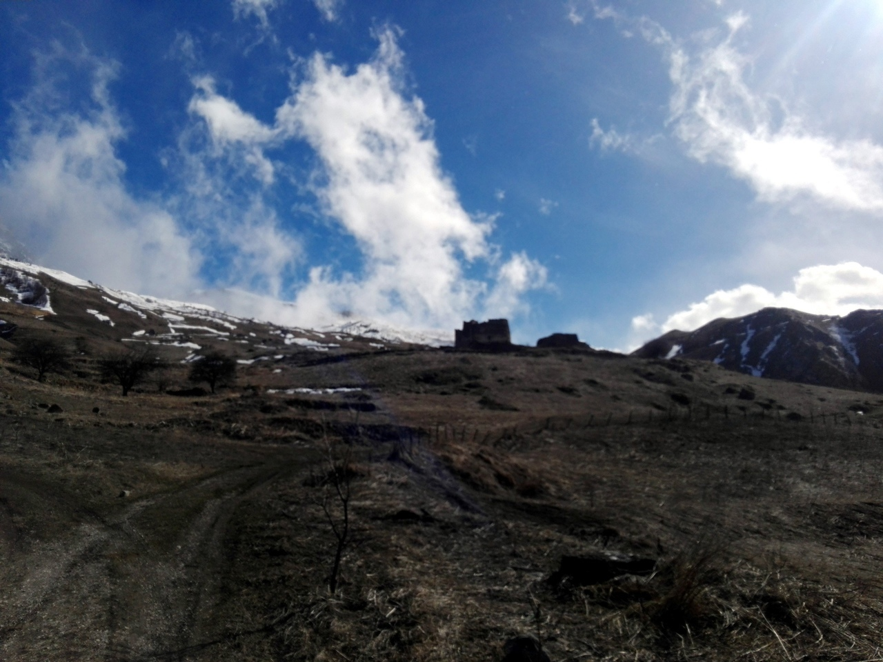 Замок-фрегат, Дигорское ущелье республики Северная Осетия.