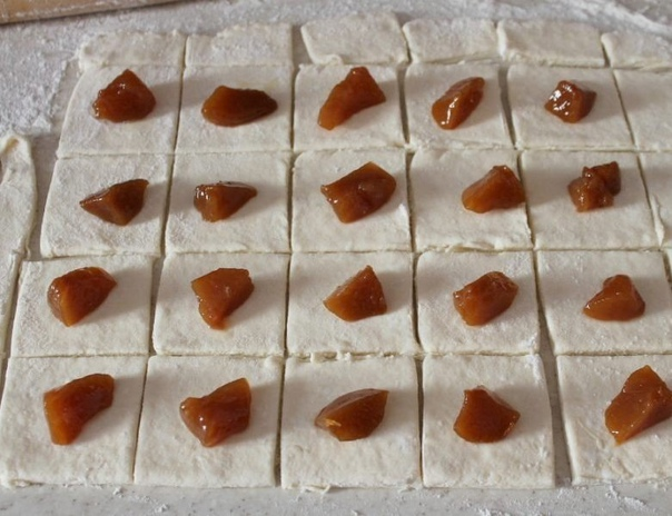 Нежное творожное печенье с кусочками фруктов