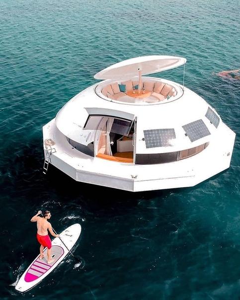 Интересный плавучий дом. Вот тебе и рыбалка и...