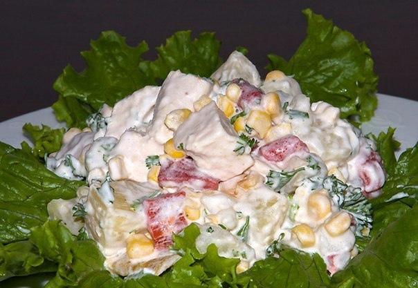 Салат из курицы с ананасами.