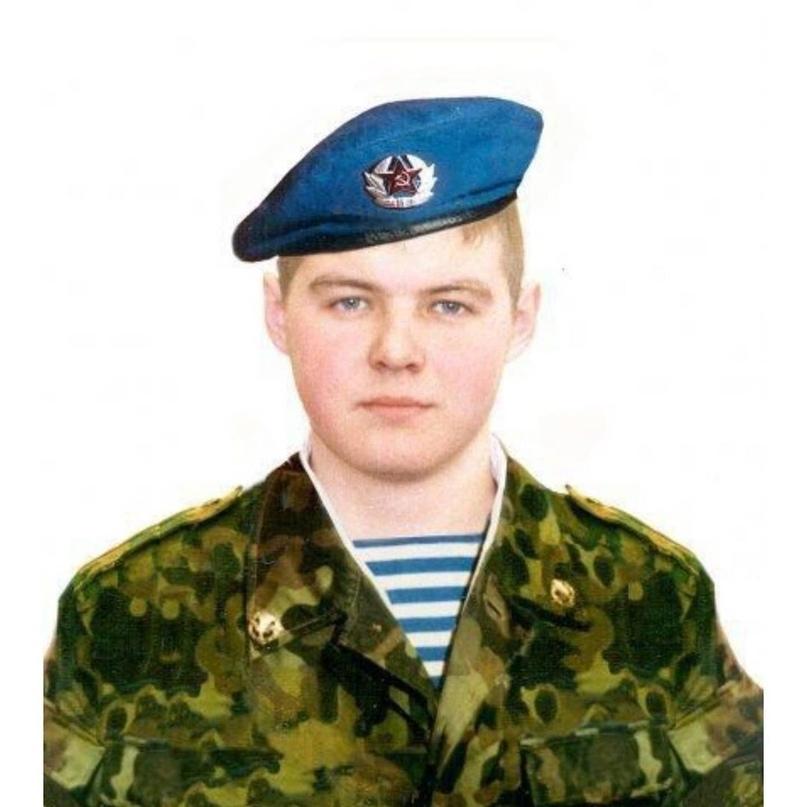 Сегодня нашему земляку челнинцу Бадретдинову Дмитрию Мансуровичу гвардии рядовом...