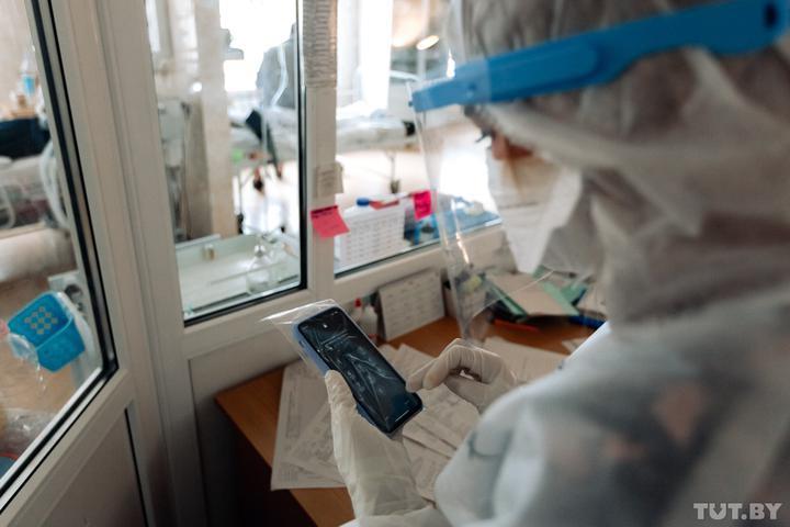 Никаких фото, видео, мессенджеров и соцсетей. Медикам клиники в Гродно запретят...