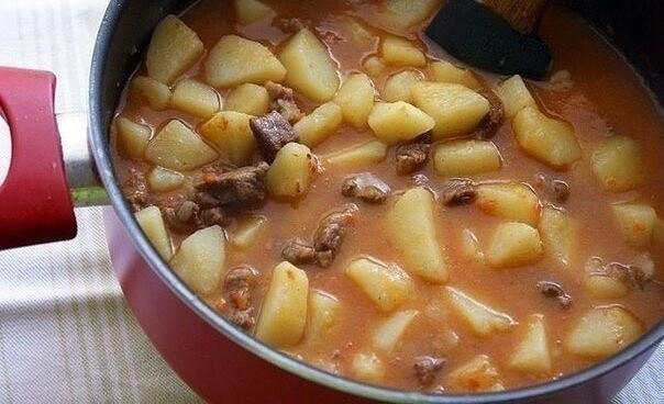 Картошечка, тушёная с мясом (как в д/садике).