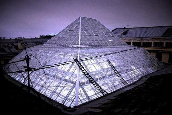 Главпочтамт — стеклянный купол-фонарь и первый атриум Петербурга