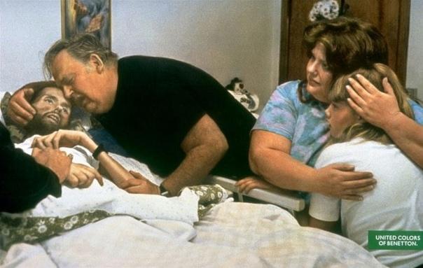 Фотография 1992 года умирающего от СПИДа Дэвида Кирби и его убивающейся семьи. Многие удивляются, когда узнают, что это не постановка, а репортажная съемка - Therese Frare сделала этот снимок незадолго до самой настоящий смерти Дэвида от са...
