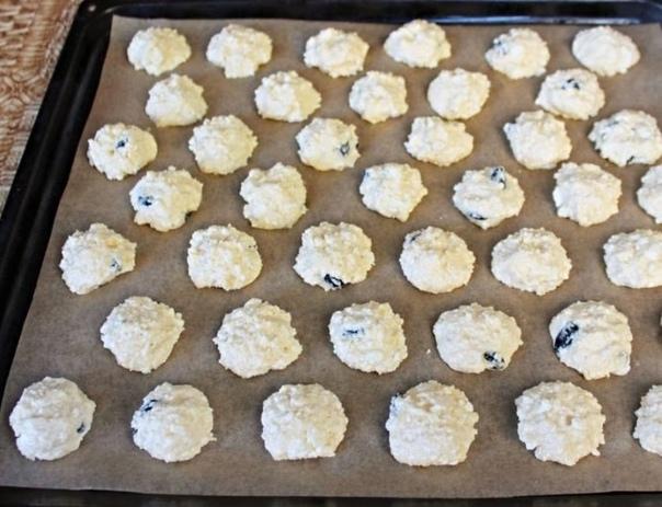 Творожное печенье с изюмом    Количество порций: 8...