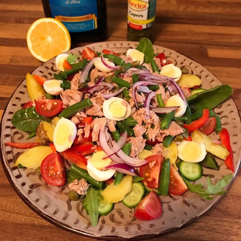 Очень нарядный и вкуснящий салат с тунцом