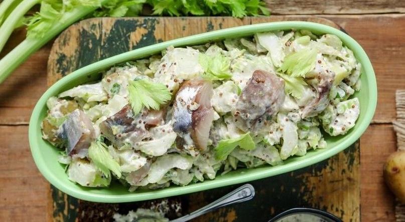 Салат из сĸумбрии с кaртофелем и сельдереем👍🏻