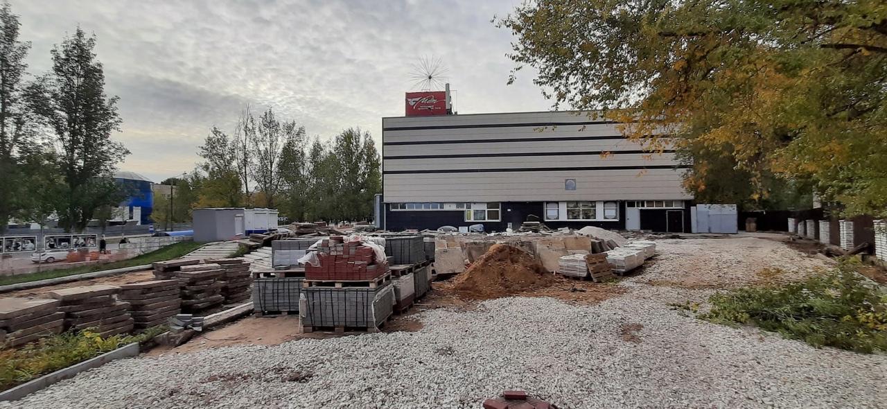 ????Новый сквер в Комсомольском районе обустраивают с учетом мнения горожан   На территории [club32152281|Молодежного драматического театра]... [читать продолжение]