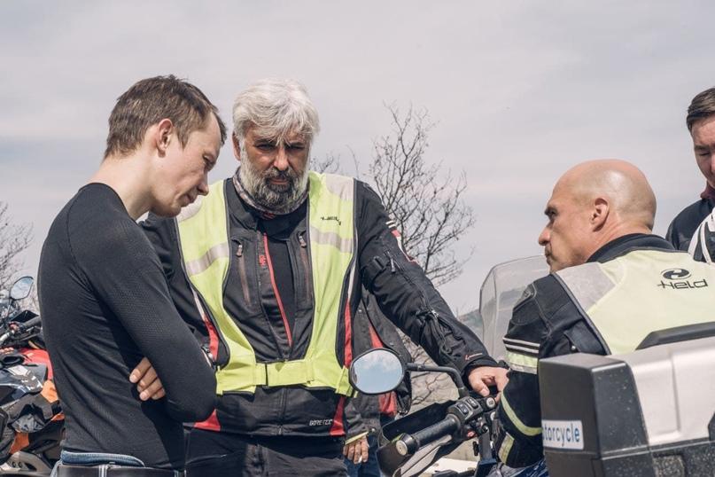 «Умеешь ли ты ездить на мотоцикле?» — задавшись этим вопросом, в конце апреля я поехал в Крым.