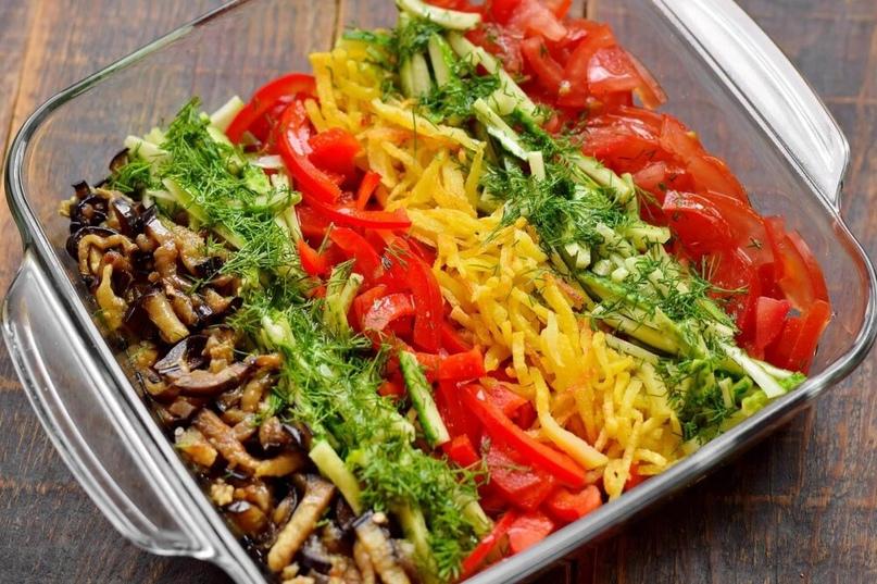 Вкусный овощной салат с интересной подачей. Все компоненты подготавливаются отде...