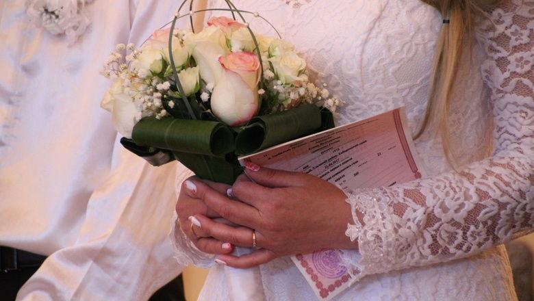 Пожилая пара в Оренбурге испытала шок, узнав о своем разводе по вине ЗАГС