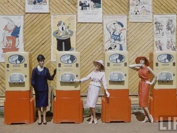 Экскурс в прошлое: модели Dior на улицах Москвы в 1959 году