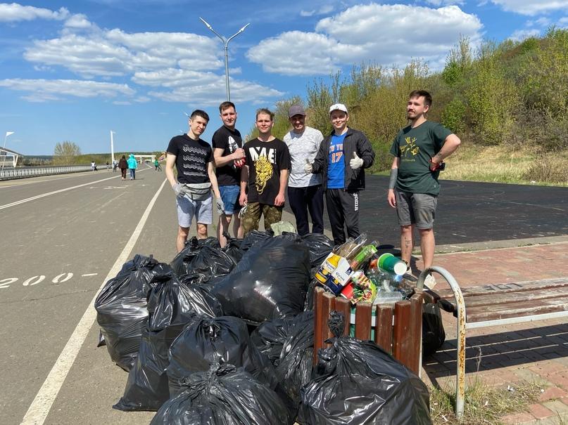 Утром 9 мая участники фонда «Городские проекты» в Набережных Челнах совместно с...