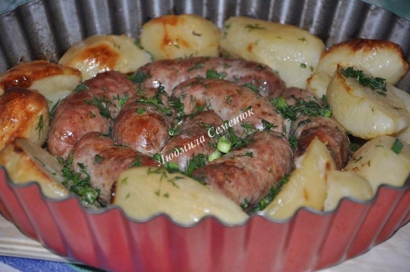 Колбаски своими руками, запеченные с картофелем