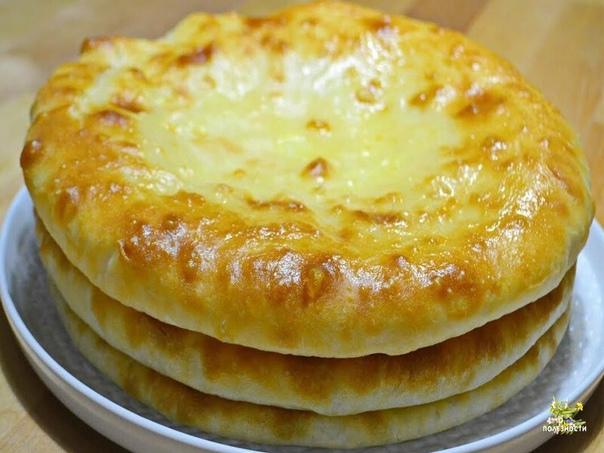Готовим национальное осетинское блюдо. Это просто и вкусно! #рецептик  Осетинские пироги с картошкой и сыром «Картофджын»  Ингредиенты:  Молоко (или вода) — 0,5 л Соль — 1 ч. л. Сахар — 1 ч. л. Мука — 4 стак. Дрожжи сух. — 10 грамм (рекомен...