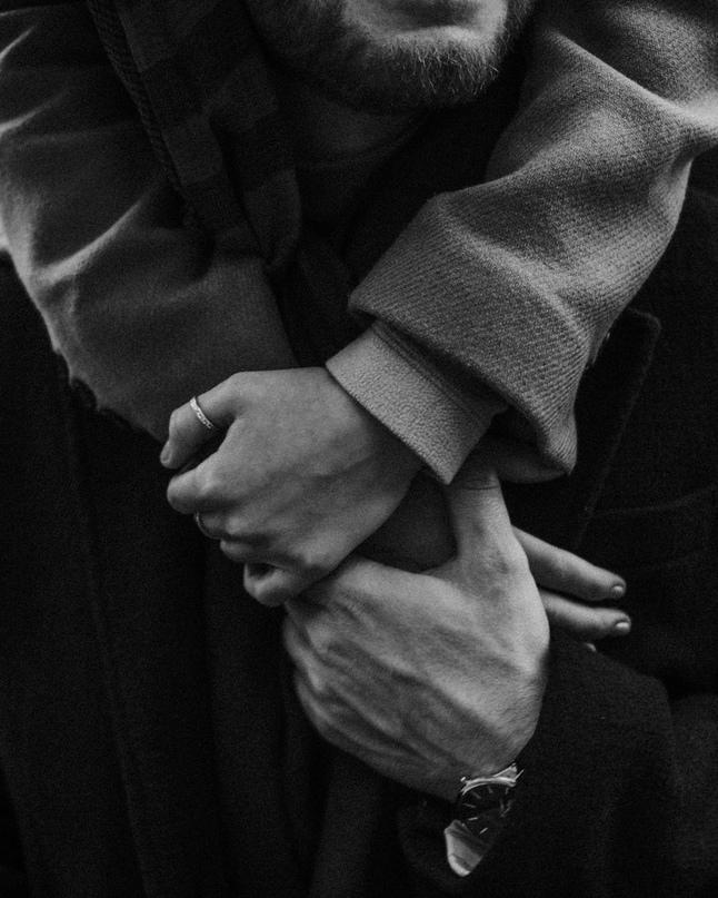 Всегда выбирай того, кто любит тебя. И пусть его любовь всегда будет сильнее тво...