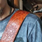 Ремень на плечо для гитары. Тиснение