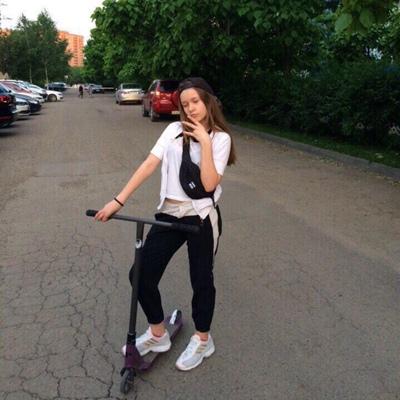 Ева Каштанова, Ура-Тюбе