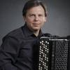 Баянист Виктор Баринов