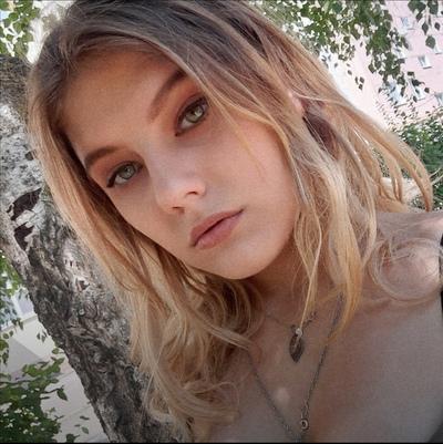 Анна Белова, Энгельс